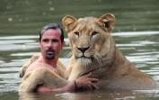 National Geographic-Aslan ile insanın dostluğu